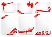 Ensemble de belles cartes avec des arcs de cadeau rouge avec des rubans. vector — Vecteur