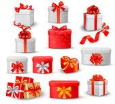 Reihe von bunten geschenkboxen mit bögen und bänder. — Stockvektor