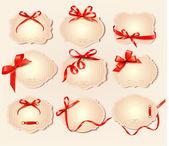 Set van mooie retro etiketten met rode geschenk bogen met ribbons.ve — Stockvector