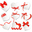 Set of beautiful gift cards with red gift bows and hearts. Valen — Stockvektor