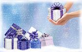 Fond de noël avec des boîtes à cadeaux. concept de donner des cadeaux — Vecteur