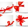 Set of beautiful gift cards with red gift bows with ribbons Vect — Vektorgrafik