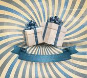 Retro tatil arka plan mavi hediye kurdele ile hediye kutuları ile. — Stok Vektör