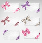 Satz der schönen geschenkkarten mit bunten geschenk bögen mit bändern — Stockvektor
