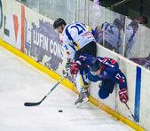 BUCHAREST, ROMANIA - MARCH 11: Unidentified hockey players compe — Stock Photo