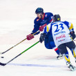 Hockey players during the Steaua Rangers(blue) vs Corona Brasov(white) — Stock Photo