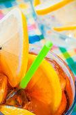 Glas cola mit eis und limette — Stockfoto