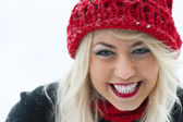 Young beautiful woman outdoor in winter — Stock Photo