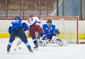 GALATI, ROMANIA - NOVEMBER 17: Unidentified hockey players compe — Stock Photo