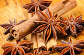 Cinnamon and anise on the wooden background — Stock Photo