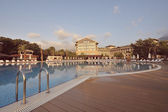 Luxury hotel on coast of Mediterranean sea — Stockfoto