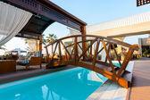 Basen, luksusowy hotel — Zdjęcie stockowe