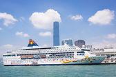 Cruise liner at the pier CIRCA in Hong Kong — Stockfoto