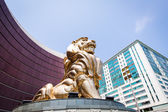 Golden lion statue in Macau — 图库照片