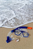 Diving mask and snorkel on the shore — Stock Photo