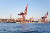 Ship to shore gantry crane in port in Istanbul, Turkey — Stock Photo