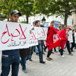 Tunisian people protesting at the Bouguiba Street, Tunis - TUNISIA — Stock Photo