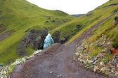 Cascata da ragazzina trecce tra le montagne del nord del cauca — Foto Stock