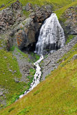 Cachoeira girlish tranças entre as montanhas do norte do cauca — Foto Stock