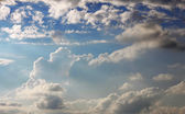 Blue clouds and sunny sky — Stockfoto