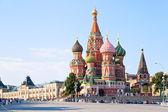 Röda torget med vasilevskij nedstigning i moskva — Stockfoto