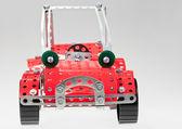 金属の構造セットから赤いレトロ車 — ストック写真