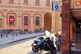 Piazza vittorio puntoni w bolonii w ciepłe jesienne popołudnie — Zdjęcie stockowe