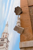 Bonissima is medieval statue on the corner of ModenaTown Hall — Stock Photo