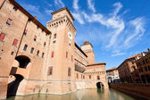 Moat and The Castle Estense in Ferrara — Stock Photo