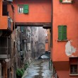 Window on urban canal on Via Piella, in Bologna - Foto Stock