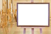 Cuadro grande en caballete en salón galería — Foto de Stock