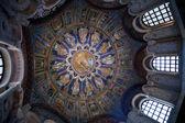 Koyu mavi tavan neoniano vaftizhane ravenna mozaiği — Stok fotoğraf