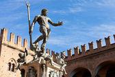 Staty av neptunus på piazza del nettuno i bologna — Stockfoto