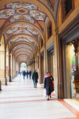 Artistic portico on piazza Cavour in Bologna, Italy — Stock Photo