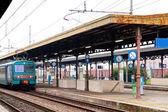 Train on railway platform — Stock Photo