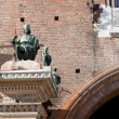 Statue on wall of ancient City Hall in Ferrar — Foto Stock