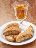 Sweet white wine and italian almond cantuccini on table — Stock Photo