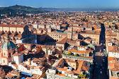 Abovel uitzicht op piazza maggiore vanaf asinelli toren in bologna — Stockfoto