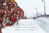 Love Tree on Luzhkov bridge in Moscow — Stock Photo