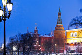 Kremlin tower and Alexander Garden in winter snowing evening, Mo — Stock Photo