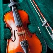 Violin in green velvet box — Stock Photo