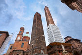 The towers and the statue under cloudy sky in Bologna — Stock Photo