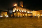 Piazza Maggiore in Bologna at night — Stock Photo