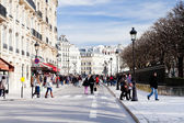 On street in Paris in spring — Stock Photo