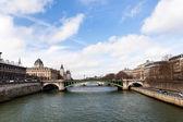 Seine river and Pont d'Arcole in Paris — Stock Photo