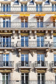 Facacade of typical house in Paris — Stock Photo
