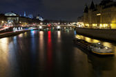 Seine with ships in Paris at nigh — Stock Photo