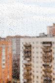 La lluvia cae sobre la ventana de cristal — Foto de Stock