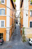 狭窄的中世纪街道在罗马, — 图库照片