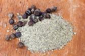 Freshly ground black pepper and peppercorns — Stock Photo